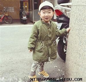 单眼皮的小孩也是很萌很可爱的