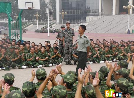 初中年级新学期军训励志标语(精选篇)